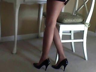 Maria sexy pantyhose e salto alto tease