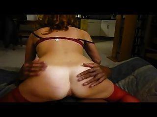Esposa gemendo para um orgasmo quente na frente do marido