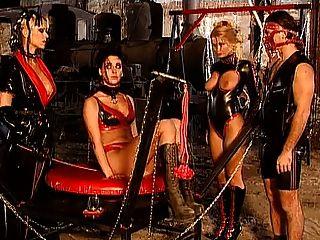 Amante monique covet com escravos kinky latex fetiche diversão