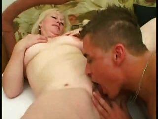 Loira madura 53 y velho foda um jovem