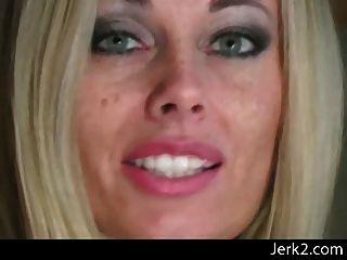 Anita sensual em nylon preto crotchless