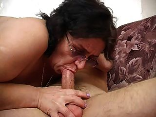 Mamãe com bunda larga, mamas saggy, boceta peluda \u0026 cara