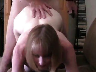 A esposa aparece ao seu vizinho para uma foda!
