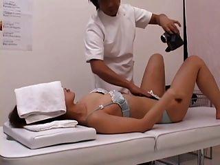 Uma senhora lasciva solicita sexo no meio da massagem part2