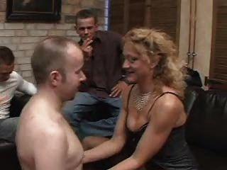 Celebração de gangue para uma bela dama 1