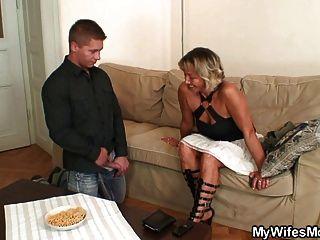 Esposa encontra-lo foder sua mãe