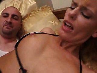 Creampie 3 da mamã (creampie anal)