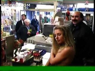 Dois nus em público