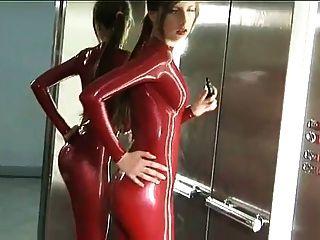 Vermelho, látex, catsuit, elevador