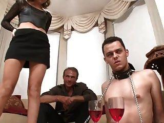 Jovem escravo cuckold usar princesa quente!