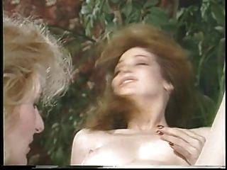 Jacqueline larians seduzido e, em seguida, martubates uma menina quente e lamber o seu bichano