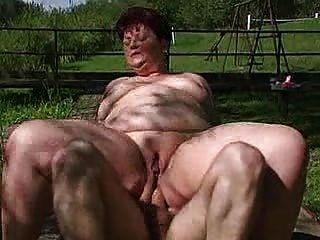 Menina gorda anal ao ar livre