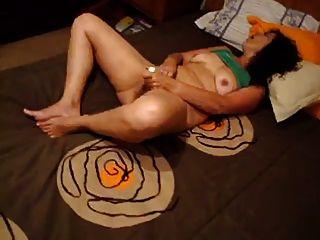 Ela sabe como se masturbar.(Esposa amadora portuguesa)