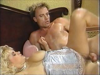 Grande boob babe salta em galo
