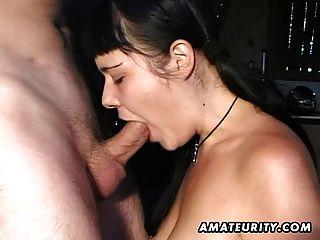 Namorada amador dá boquete com ejaculação facial