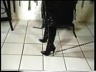 Uma amante apresenta seu escravo