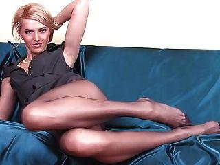 Bebê magro com pernas longas pantyhose