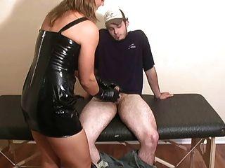 Jenny enfermeira do mal e as luvas de ordenha
