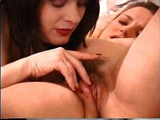 Duas meninas grávidas têm sexo lésbico quente