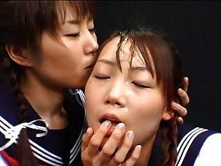 Menina japonesa cum jogar e trocar