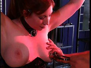 Grande tits gal em bondage e bdsm com seu mestre