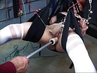 Bonito, ruiva madura obtém seu bichano brincou com um swing de sexo