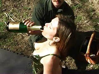 Spanking e champanhe enema