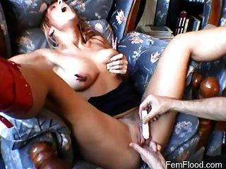 Meaty pussy recebe as mãos sobre o tratamento orgasmo