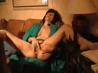 Esposa madura masturbates 2