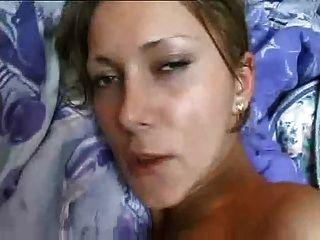 A menina caseiro da fita do sexo com peitos grandes