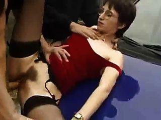 Mulher francesa gosta suga e fodendo em público