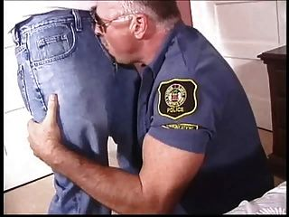 Papai policial gay foda um twink