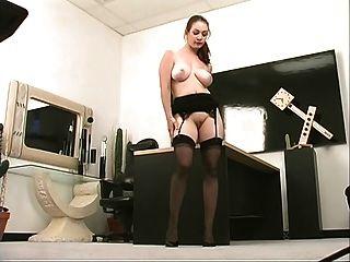 Frisky office slut em meias fica fodido por longo dildo