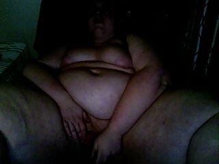 Bbw masturbando e cumming duro na cadeira do computador