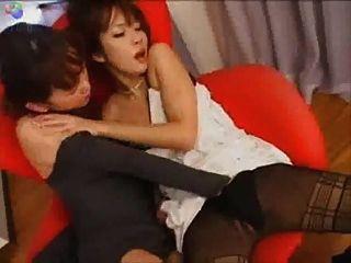 Japonês, lésbica, cadeira, beijando