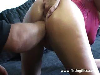 A mulher magro ama fisting maciço