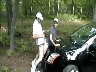 Fodido-me sobre o capô do seu carro.quente!
