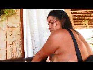 Mamã brasileira com rabo gigante