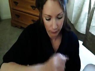 Garota sacode seu namorado e leva carga na boca