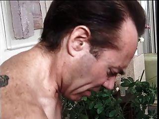 Deliciosa e gorda morena fica difícil perfuração anal