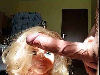 Boneca suga realmente enorme pênis excitado