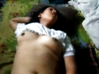 Menina indiana gemendo alto enquanto fodido e fisted