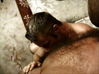 Até seu burro: dois gays peludos