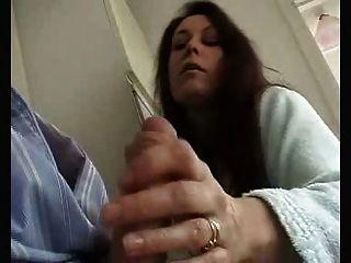 British wife dá sensual wank e chupar para esposo!