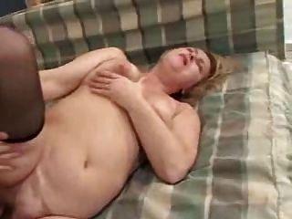 Um jovem homem seduit sa grande mere por clessemperor