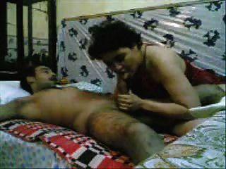 Mulher paquistanês fodida por um homem do exército
