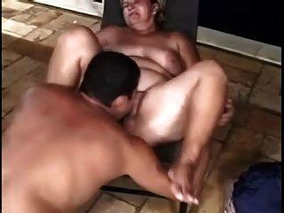 Dois chubby suga e fode com homem diferente