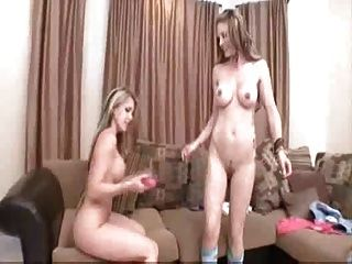 Jovem lesbians dedo e brinquedo para orgasmo courtney \u0026 jesse