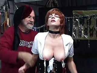 Quente, ruiva madura obtém sua buceta toyed com, sucks dick em um swing de sexo