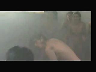 Luta de gato nos chuveiros
